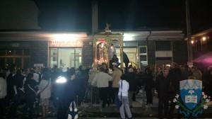 I fedeli in attesa della processione.